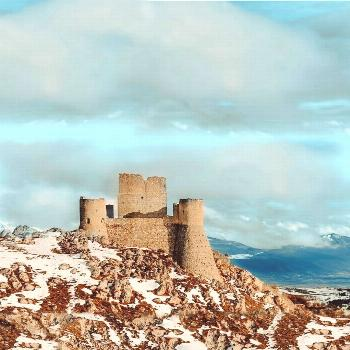 16 Best Castles In The World You Can Visit Here are 16 of the best castles you can visit worldwide.