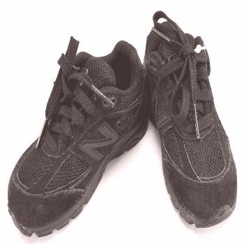 Boys Sneakers Black Lace-up New Balance 990 Size 7 Wide