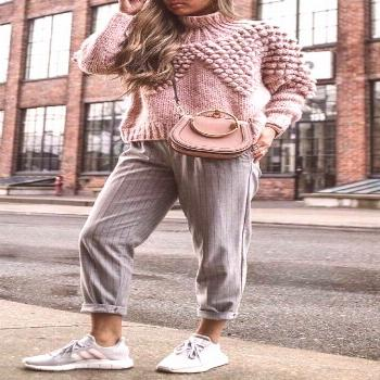 casual outfit inspiration / pink knit sweater + shoulder bag + striped pants,