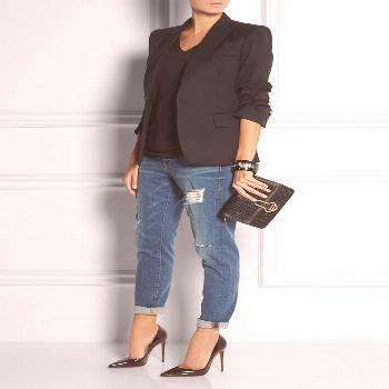 Choose a black blazer jacket and dark blue destroyed boyfriend jeans for a refined yet off-duty ens