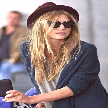 Le Fashion Blog -- Airport Look: Clemence Poesy -- Parisian Casual In Burgundy H...#airport