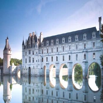 Loire Valley Castles Tour from Paris: Chambord, Chenonceau with Lunch & Wine - -