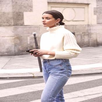 Photo (J'adore Street Style) Casual luxe! That jumper looks so cozy! I like to wear a jumper and je