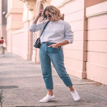 Sweatshirt tucked into high waster jeans and sneakers. Comfy casual look that can easily be dressed