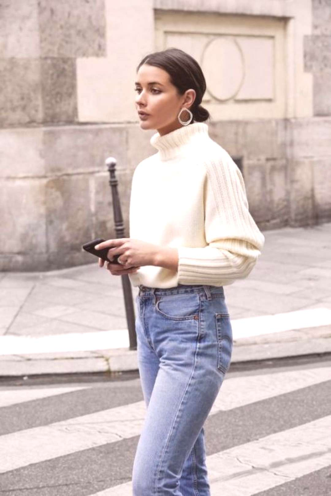 Photo (Jadore Street Style) Casual luxe! That jumper looks so cozy! I like to wear a jumper and je