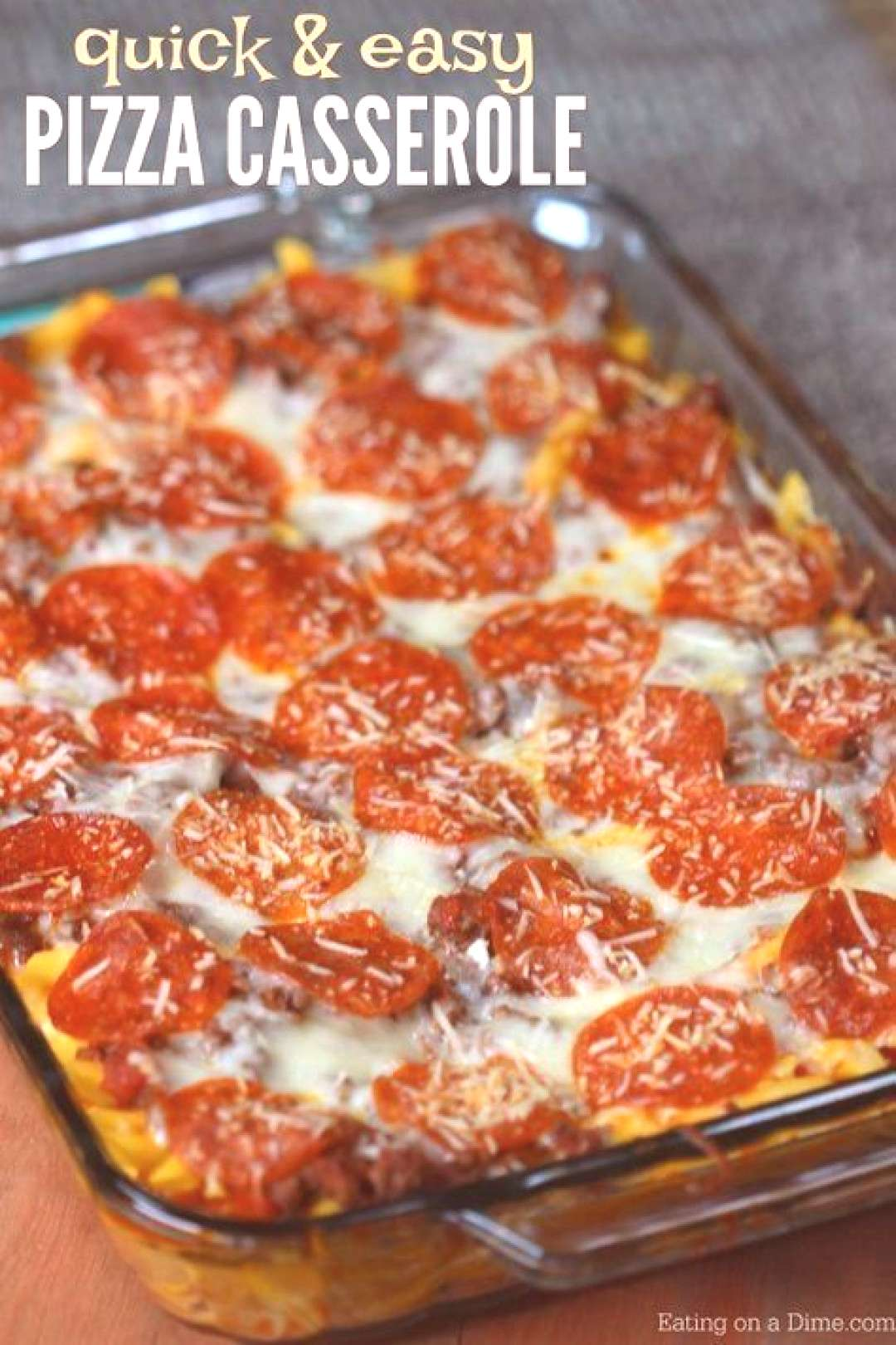 This easy pizza casserole recipe is a family pleaser! An Easy casserole recipe. Plus this pizza pas