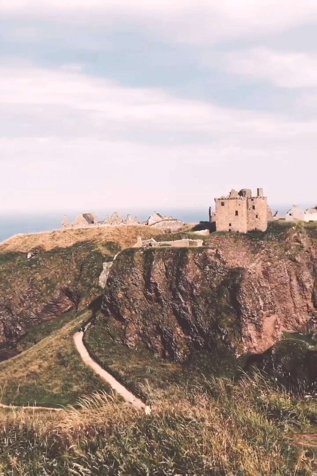 Wondering what to do in Scotland? Check out Scotlands beautiful castles. Click through to find out